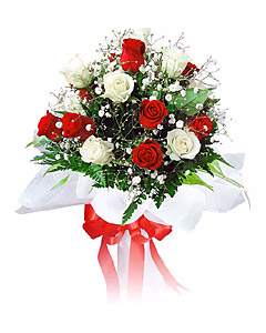 Mixed bouquet of red & white roses